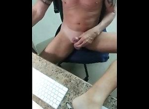 big;cock;edging;throbbing;cock;twerk,Daddy;Twink;Solo Male;Big Dick;Gay;Handjob;Jock;Tattooed Men Wanking the cock...