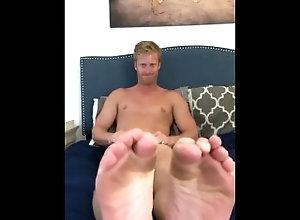 feet;foot-fetish,Bareback;Muscle;Solo Male;Gay;Interracial;Hunks;Amateur;Jock;Feet Worship these feet