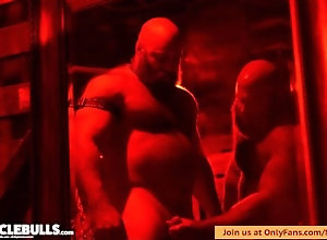 big;cock;muscle;bulls;beefy;bear;musclebear;hairy;beards;fur;leather;tattoo;anal;bodybuilder;powerlifter;stud;sling,Bareback;Muscle;Big Dick;Group;Gay;Handjob;Uncut;Rough Sex;Tattooed Men MUSCLE BULLS...