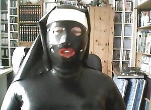 Men (Gay) Latexnonne auf cam