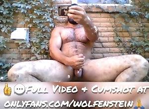 public-masturbation;solo-masturbation;muscle;hairy;bodybuilder;hairy-muscle-man,Solo Male;Gay Hairy Bodybuilder...