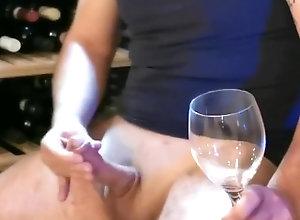 masturbate;big-cock;massive-cock;wine;asturbation;masturbazione;pugnetta;sborrata;sborro;bear;orso,Solo Male;Gay Wine Cum - Una...
